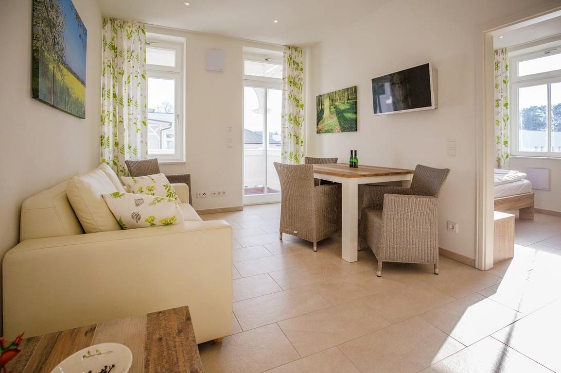 Ruegen-Binz-Ferienwohnung-SV007-02-Wohnzimmer-exklusiv