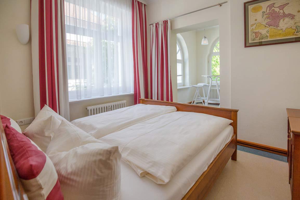 Ruegen-Binz-Ferienwohnungen-SV711-04-Schlafzimmer-exklusiv
